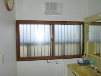 窓からくる冷気が気にならなくなって快適になりました!