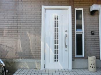 玄関が変わると家のイメージが変わったと大変満足していただけました!