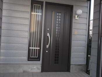リシェントで玄関ドアが新しく生まれ変わりました!