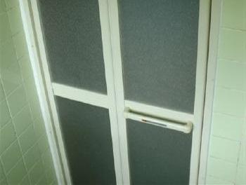 折戸って使いやすい♪3時間程であっという間に施工してくれて助かったわ。