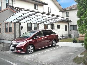 ひろびろとした駐車スペースで、毎日のカーライフを快適に♪